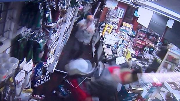 Knivrånarna går in i helt fel butik