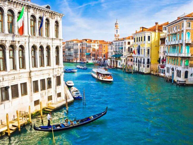 Turisterna riskerar ta död på Venedigs ekosystem.