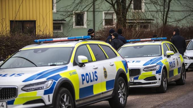 Det var stort polispådrag på platsen. Foto: HENRIK JANSSON