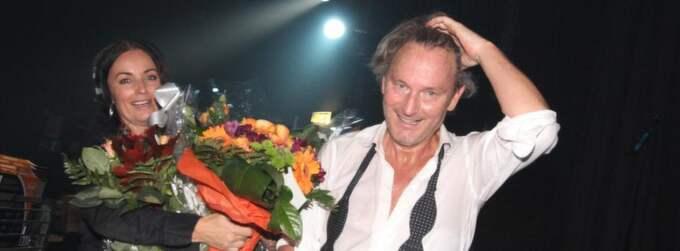 Firad. Tomas Ledin hyllades med blommor efter showen. Foto: Micael Engström