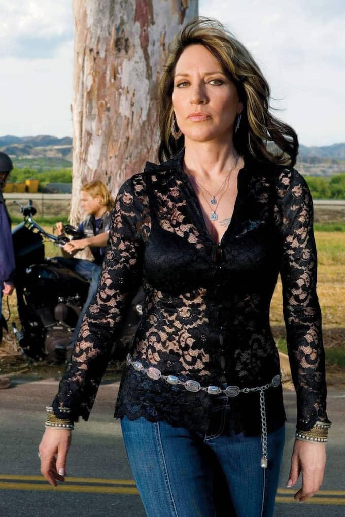 """Våldsamma intriger. Katey Sagals rollfigur Gemma är mamma till mc-klubbledaren Jax Teller i """"Sons of Anarchy""""."""