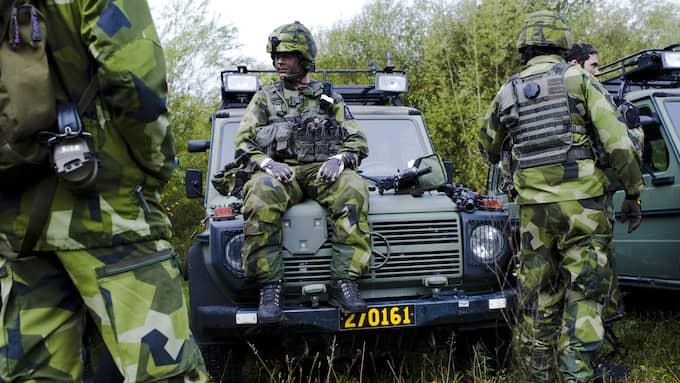 Politikerna lovar en halv miljard mer till försvaret redan i år. Men Sverige kommer av allt att döma att ha ett försvar för vackert väder länge än. Foto: SARA STRANDLUND