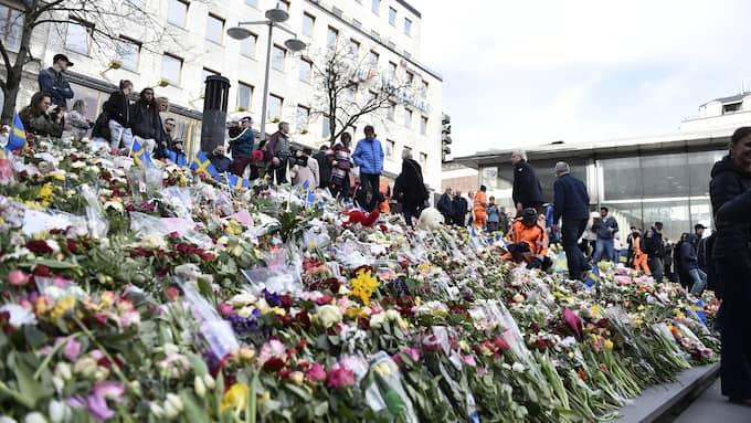 Efter att fyra människor har dödats på öppen gata i Sverige av en terrorist med ideologiska motiv försöker vissa framställa det som suspekt att dra politiska slutsatser av dådet. Foto: NOELLA JOHANSSON/TT