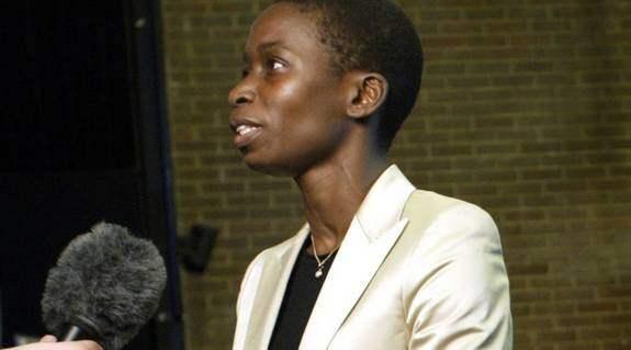 Lever under hot. Integrations- och jämställdhetsminister Nyamko Sabuni skyddas av Säpo dygnet runt, enligt brittiska tidningen Times. Foto: MARTIN KARLGREN