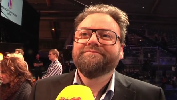 Adam Alsing stämmer Norwegian efter försening