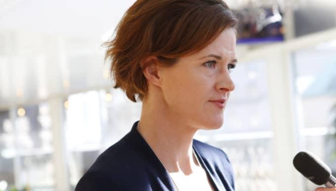 Anna Kinberg Batra (M) vill inte lagstifta om lägre löner. Foto: Christine Olsson/TT
