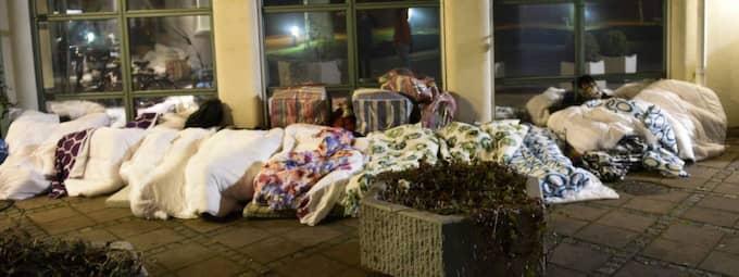 Flyktingarna övernattade i kylan och regnet. Foto: Jens Christian