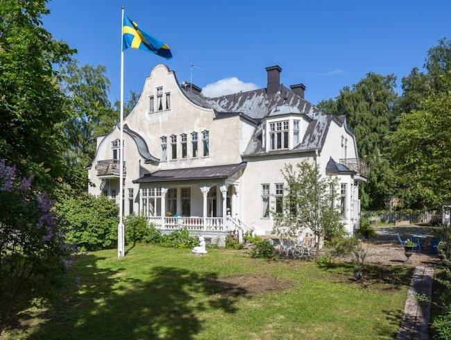 """<span>Det här huset ligger i Östersund och kallas i folkmun för """"Sockerslottet"""" eller bara """"slottet."""" Nu är det till salu för 5,5 miljoner kronor.</span>"""