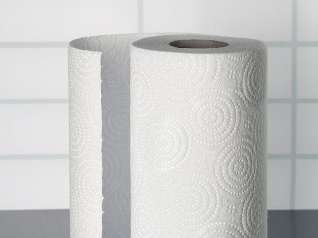 Släng en pappersruta med lite parfym på i torktumlaren tillsammans med din tvätt så har du en hemmagjord variant på sköljmedel.