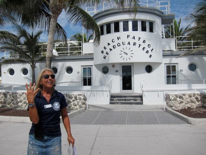 Julie bor i Miami och är en av volontärguiderna på Art Deco Walking Tour.
