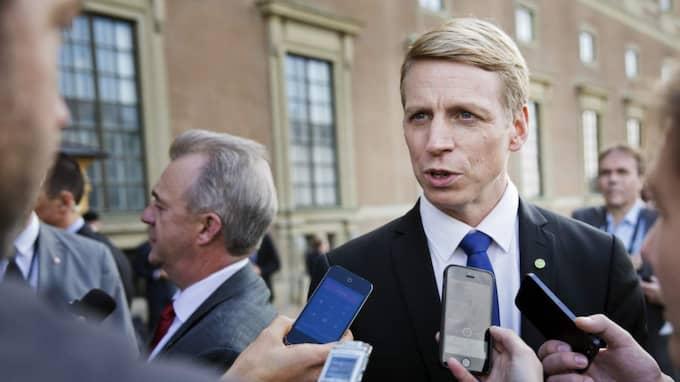 Finansmarknadsminister Per Bolund vill minska antalet som hamnar hos Kronofogden. Foto: Lisa Mattisson Exp