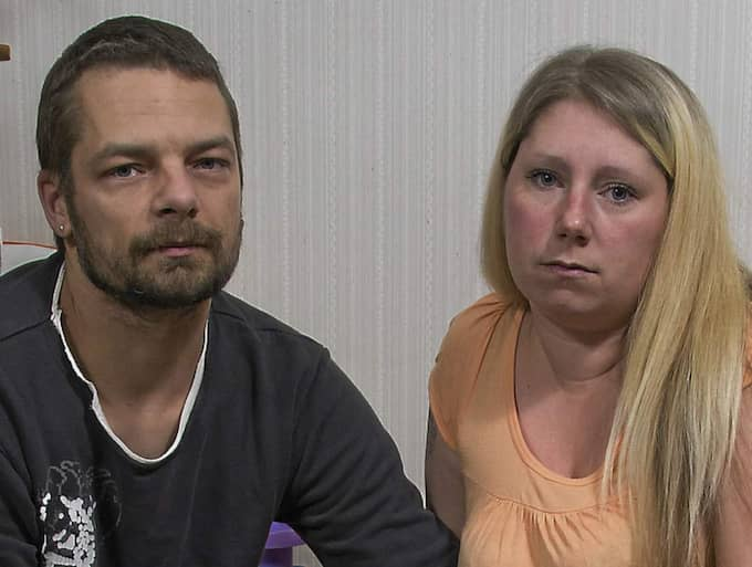 Veronica,31, och Fredrik Holm, 37 gick fria från misstankar om barnmisshandel. Men trots att flera experter ställt sig på deras sida har de inte fått barnet tillbaka.