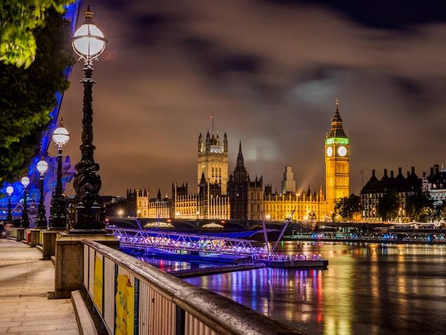Nu kan resenärer fira med gratis champagne i London.
