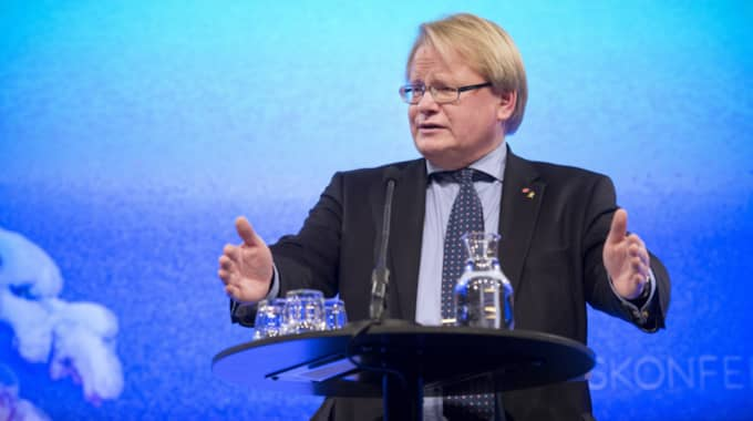 """""""Jag vill klart och tydligt deklarera: det här är lögn och förbannad dikt"""", säger han under konferensen. Foto: Sven Lindwall"""