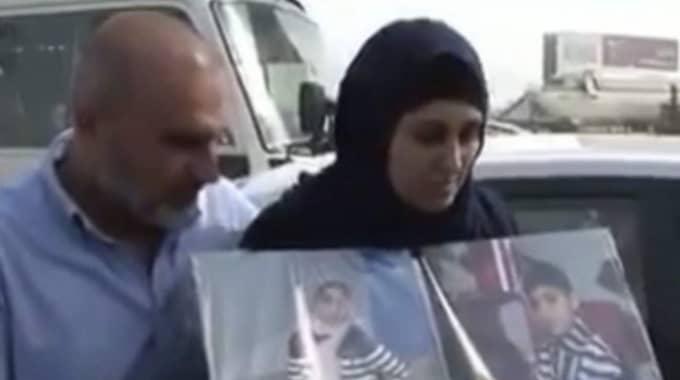 Den irakiska kvinnan Zeinab Abbas (till höger) berättar för den irakiska tv-kanalen al-Sumaria News att hennes man och tre barn också var i båten som välte med den syriske pojken Alan Kurdi.