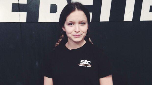 Johanna, 21, lurades på 7 000 – varnar nu andra