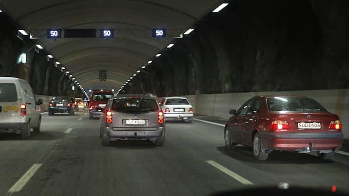 Sexfiliga Österleden är tänkt att koppla samman Värtahamnen med Nacka. Men 17-miljardstunneln är bara en god affär om fler väljer bilen. På bilden, biltunneln Södra länken i Stockholm. Foto: ROGER SCHEDERIN