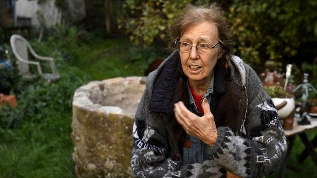 Maria, 80, utan vatten i två månader – här fylls brunnen på