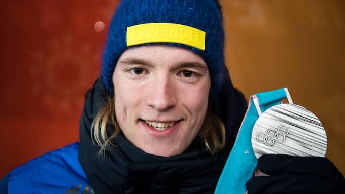 Sebastian Samuelsson med sitt OS-silvret. Foto: JON OLAV NESVOLD / BILDBYRÅN NORWAY