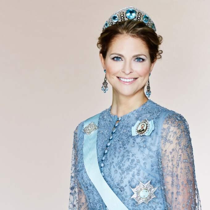 """Men för alla som sett filmen """"Frost"""" ringer valet av klänning så klart också i andra bekanta klockor. Det går inte att undgå likheterna med prinsessan Elsa i den älskade filmen. Foto: Kunghuset."""