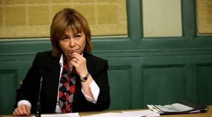 Justitieminister Beatrice Ask backar och gör en pudel efter sina uttalanden om att misstänkta sexköpare borde få grälla kuvert i posten. Foto: Fredrik Persson