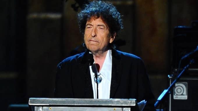 Bob Dylan har inkommit med sitt Nobeltal och kan nu få prispengarna. Foto: VINCE BUCCI / AP TT NYHETSBYRÅN