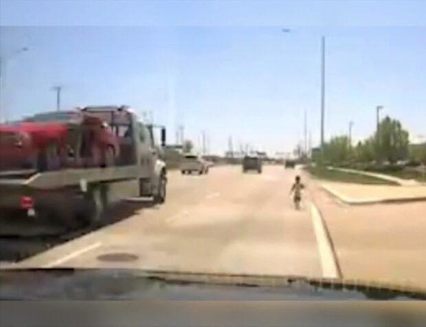 Ser livsfaran på motorvägen - ettårig pojke nära att bli påkörd