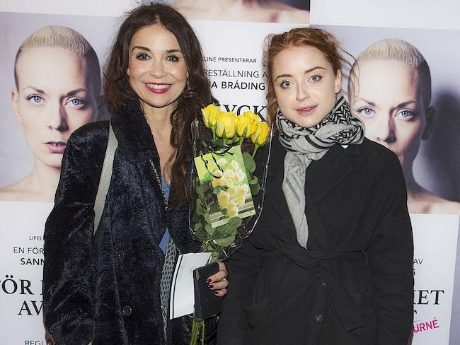 Annika tillsammans med dottern Happy.
