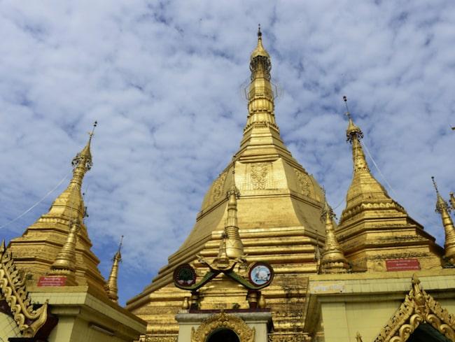 Gyllene Schwezigon Pagoda i den lilla staden Nyang-U.