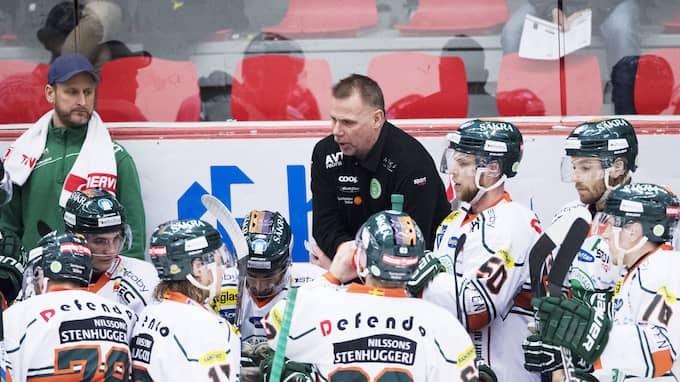 Kristianstad med tränaren Mats Lusth fick tillfälligt platsen i hockeyallsvenskan denna säsong när Pantern kastades ut, men tvingades sedan tillbaka till division 1. Foto: LINNEA RHEBORG / BILDBYRÅN