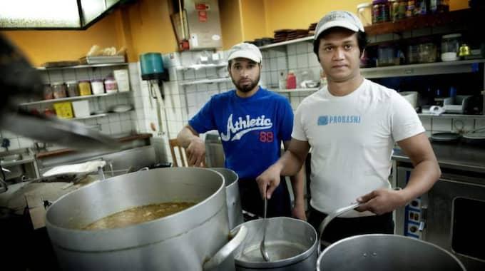Tareq och Habib från Bangladesh fick arbete i Malmö. Foto: Robban Andersson