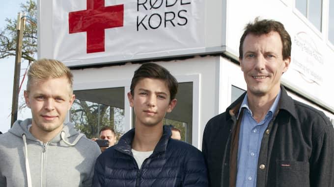 Här syns Nikolai och hans pappa Joachim tillsammans med den danska Formel 1-stjärnan Kevin Magnussen (till vänster). Foto: BIRGER STORM
