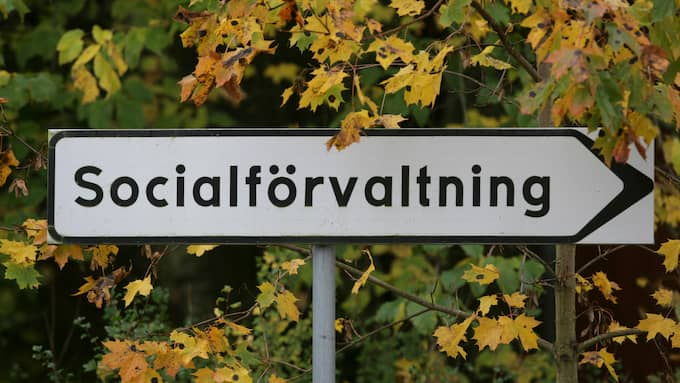 Genrebild. En skylt visar vägen till en kommuns socialförvaltning. Foto: / TT NYHETSBYRÅN