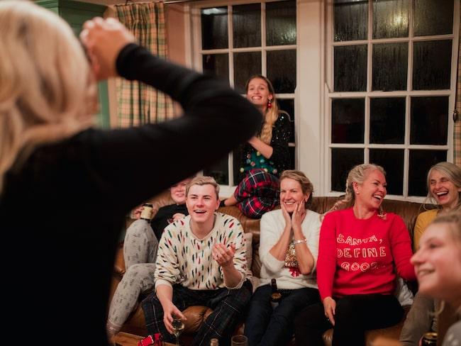Charader är en lek som passar bra för både stora och små och både på jul och nyår.