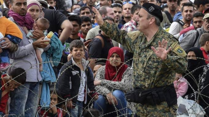 Frustrationen växer vid gränsen till Makedonien. Foto: Georgi Licovski / Epa / Tt