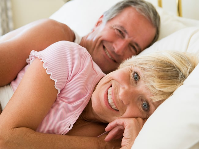 Snarkning är mycket vanligt och kan leda till en sämre nattsömn – inte minst för sängpartnern. Men det finns hjälp att få.