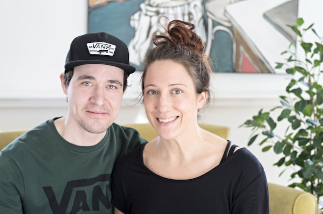 Annas utbildning inom möbelrenovering har kommit väl till pass och hon och Jörgen har inrett med en personlig mix av gammalt och nytt.
