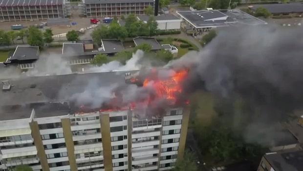 Stor brand härjar i flerfamiljehus i Landskrona