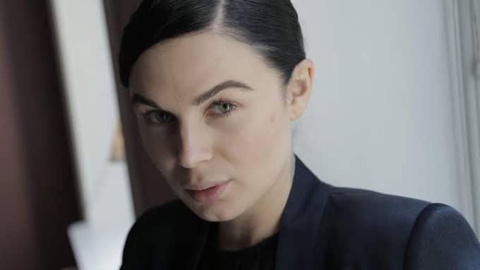 Vanessa Falk berättar för Expressens Annah Björk om sin dubbla sorg efter sin pappa Christian och brodern William. Foto: Johan Forsberg/Perfect Day Media