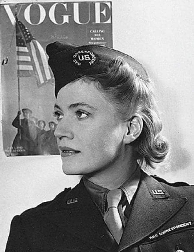 Lee Miller i amerikansk uniform, fotograferad av en kollega 1944. Foto: DAVID E SCHERMAN