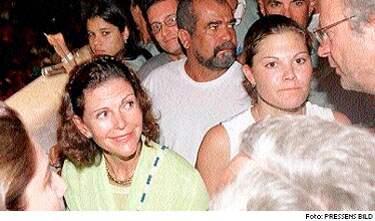 Opererade hakan. Drottning Silvia ska flera gånger ha besökt brasilien för att genomgå plastikoperationer i ansiktet, uppger Dagens Industri. Bland annat ska hon då ha tagit bort överflödig vävnad under hakan.