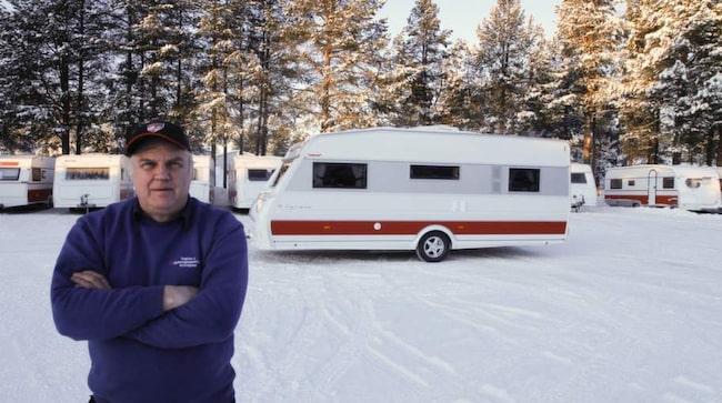 Per-Erik Andersson i Arvidsjaur köper och säljer begagnade husvagnar. Han har över 40 års erfarenhet av att granska vagnarna. Med hjälp av hans tips kan du hitta felen på din nästa husvagn – innan köpet och därmed spara sköna slantar.