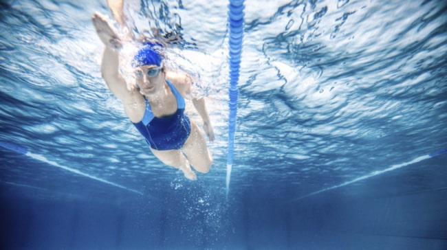 <span>Simning en av de mest skonsamma träningsformerna för kroppen generellt. Dessutom tränar du både upp konditionen och styrkan.<br></span>