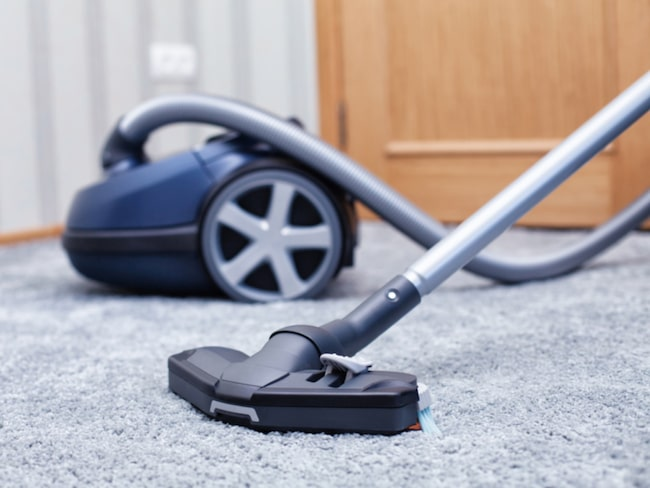Att spara golvet till sist är huvudregeln när det gäller att städa snabbt.