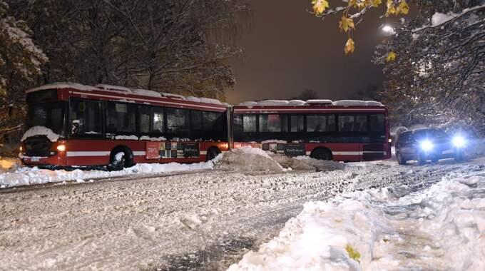Snön slog hårt mot Stockholmstrafiken. Foto: Jonas Ekströmer/Tt / TT NYHETSBYRÅN