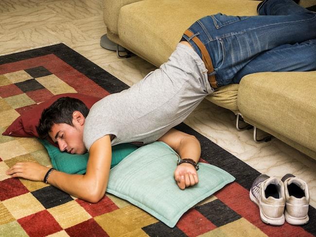 """Om du har en tendens att somna i märkliga ställningar har du säkert varit med om att armen """"somnat"""" när du vaknar."""