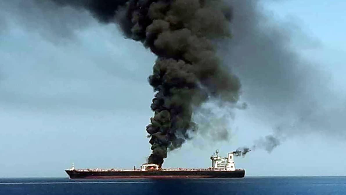 Oljetanker står i brand i Oman