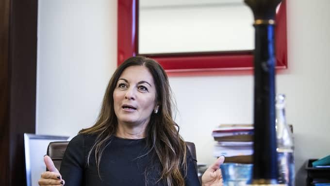 Advokaten Elisabeth Massi Fritz medverkar också i boken.