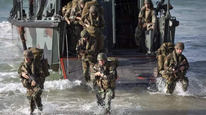 Prata mer om Nato. Socialdemokraterna borde strunta i partipiskan och i stället se till Sveriges bästa och överväga Nato-medlemskap. Holländska soldater vid en Nato-övning i södra Spanien. Foto: EPA/TT