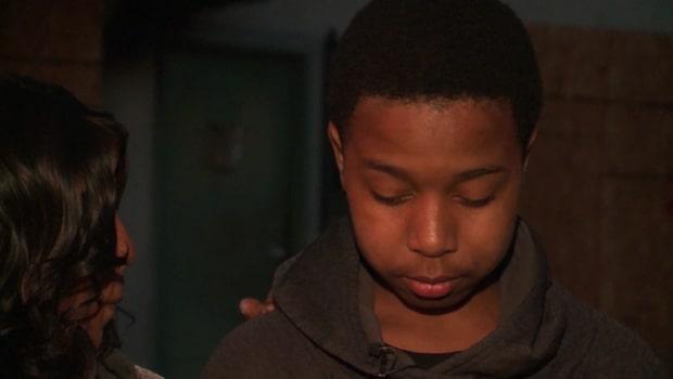 14-åringen räddar grannarna när lägenheten står i brand